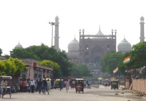 ジャーマ―・マスジッド(1656)、ムガル様式建築のモスク ミナレット(塔)の高さは40m